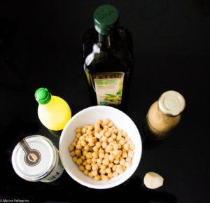 Ingrédients pour houmous : pois chiches, huile d'olive, tahin, jus de citron, ail et cumin