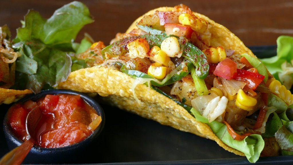 végétarien : tacos et salsa